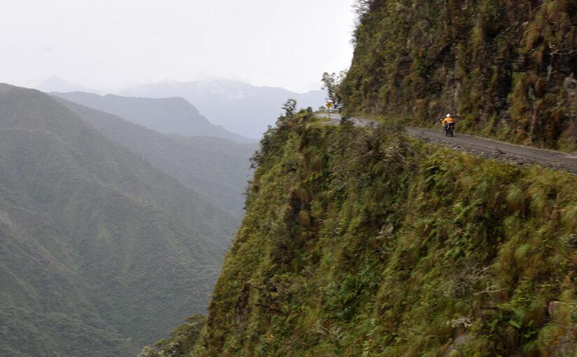 いつかは走ってみたい『世界のあの道この道』第11回ユンガスの道(デスロード)